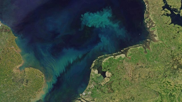 Seas will change colour as climate heats up