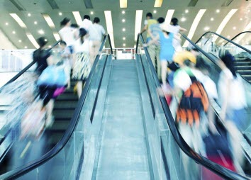 Researchers studied a coupling process similar to that between a moving escalator and a person walking on it at the same time