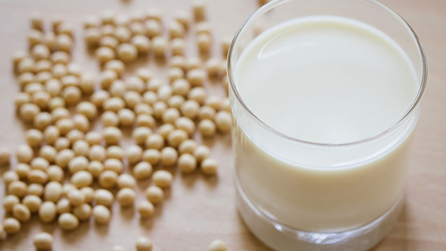 Soya milk is the healthiest alternative to cow's, says study