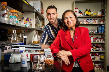 University of Illinois food science professor Elvira Gonzalez de Mejia and Miguel Rebello-Hernanz, a visiting scholar in food science.