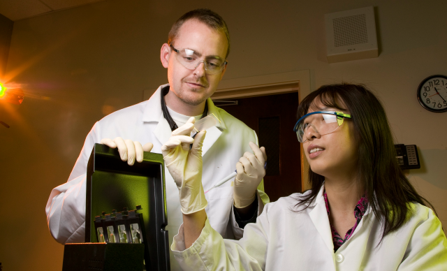 LLNL biologists James Thissen and Crystal Jaing