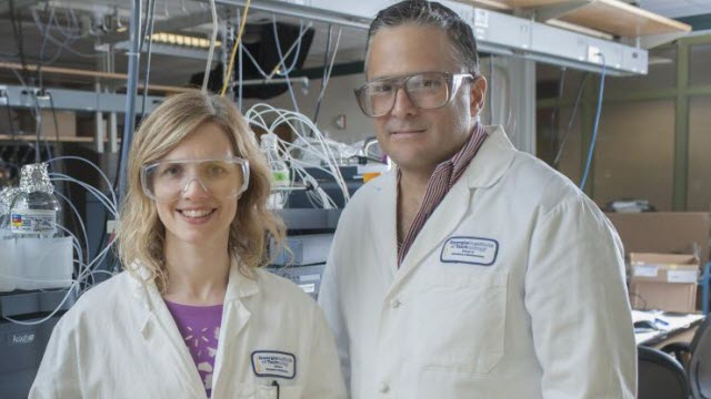 Martha Grover and Facundo Fernández in lab